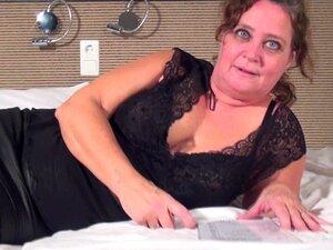 A BBW Madura Embala-lhe A Rata Com Um Grande Vibrador Que A Torna Cum-Karin G. Porn