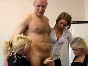 As Mulheres De Negócios Adoradoras De Punhetas Da CFNM Estão A Bater Uma. CFNM Handjob Loving Business Women Are Jerking Cock And Getting Naughty Porn