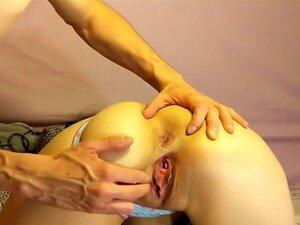 Uma Rapariga Submissa Fodida Com Cuecas Na Boca, Esta Rapariga Tem A Boca Cheia De Cuecas Enquanto O Seu Amante Faz Exercícios No Cu. Ela Também é Incrível No Deepthroating. Porn