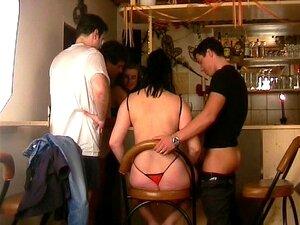 Livre Para Todos No Bar - Inferno Produções Porn