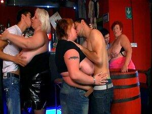 Três Garotas Gordas Se Divertir No Bar Porn