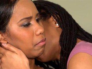 Dois Adolescentes Da Ebony Kira Noir E Jenna Foxx A Lamberem-se Na Cama. Kira Queria A Melhor Amiga De Volta, E A única Maneira De Fazê-lo Era Ficando No Fundo Da Sua Língua De Black Valley Primeiro Kira Lambeu Jennas Conas De Chocolate Macias, Deixando N Porn
