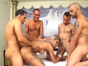 Shemale Latina Desfruta De Gangbang Porn