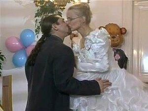 Noiva Sexy Recebe Anal Em Traje De Casamento...., Noiva Sexy Recebe Na Bunda Dela Bateu Como Essa Gata é Perfurada Por Um Sujeito Mais No Dia Do Casamento. Porn