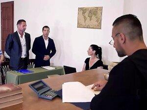 Dia Do Julgamento-Um Advogado Sexy Negocia Dupla Penetração. No Primeiro Confronto Da FDUC Rede XXX Tribunal De Justiça Um Playboy Marido Está Pedindo Uma Recompensa Monetária Por Danos Causados Ao Seu Veículo Pela Sua Gostosa Loira Esposa Jogado Por Aish Porn