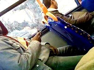 Homem Batendo Punheta No ônibus 147 Porn