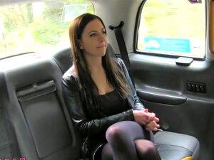 Feminino Fake Táxi Horny Babes Peitudas No Banco Traseiro De Lésbicas De Táxi Porn