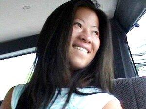 Uma Rata Asiática Apertada No Autocarro, Aqui Está Uma Velha! Vagueando Pelas Ruas De Miami, Os Rapazes Encontraram Uma Asiática Sexy Chamada May. Depois De Uma Conversa Sem Sentido, Metem A May No Autocarro E Ela é Abalada! Sucos Doces E Azedos Estavam A Porn