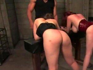 Duas Putas, Chicoteadas E Fodidas, Alguns Machos Dominantes Usam Um Par De Fêmeas Submissas.chicoteiam-nos E Espancam-nos Enquanto Chupam Pilas E Depois Usam As Pilas Duras Nos Seus Buracos Da Cona. Porn