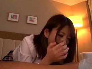 Adolescente Japonesa Muito Pratica Sexo Duro Com Seu Namorado, Teen Japonesa Cute Em Uniforme Escolar Dá Uma Chance Ao Seu Namorado Para Adorar A Vista Dos Seus Buracos Lascivas Em Cenas De Close-up. Ele Lambe E Dedos Estes Buracos Incríveis E Ela Chupa O Porn