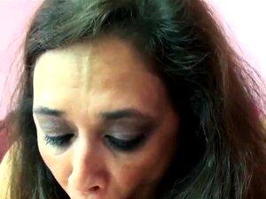 Swinger Maduro Alesia Pleasure Está Em Sua Barriga Enquanto Ela Porn