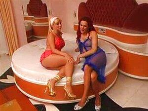 Tranny-Fucking-A-Hot-Blonde-Woman Porn
