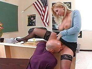 Loira Bonita Na Escola Porn