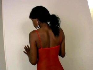 Ébony Tgirl Com Mamas Enormes, Garganta Funda, Grande Pila Branca, Grandes Mamas, Uma Grande Pila Curva E Bolas Baixas. Isso é O Que Você Vai Ter Quando Você Ver A Galeria De Black Shemale Babe Nikki. Ela Chupa Uma Pila Grande E Branca E Depois Bombeia O  Porn