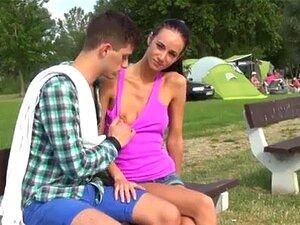 Atletas De Beisebol Adolescente Menina Foda Eveline Ficando Perfurado No Parque De Campismo Porn