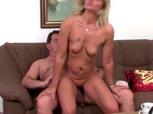 Finalmente Fodeu A Vizinha Excitada E Inseminou A Cara Dela. Porn