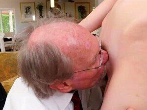 O Adolescente Magricela Alex Harper Bate Duas Pilas De Velho Porn
