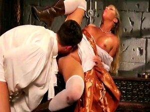 A Loura Da Cinderela Faz Um Broche Fantástico E Come Ratas. Porn