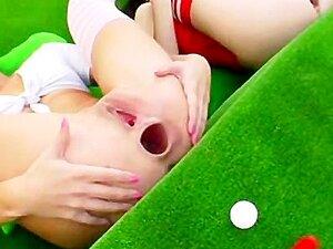 Três Rainhas Anais Sexy Estão Usando Seu Idiota Como Um Buraco De Golfe Porn