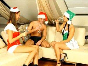 Trio De Natal Com 2 Adolescentes Quentes Porn