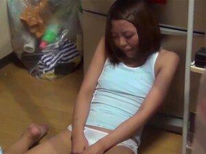 Jovem Gatinha Japonesa A Dar Graxa Até Ao Orgasmo Porn