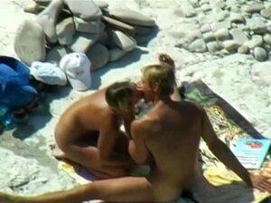 Casal Quente Fica Travado Na Câmera Fazendo Sexo Na Praia Porn