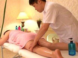 Uma Asiática Curvilínea Na Mesa Para Uma Massagem Quente-Natsuko Kayama Porn
