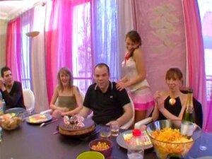 Aniversário Tourne En Orgia Avec Pornstar Charlotte De Cast Porn