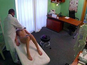 Morena Tatuada Fodida Por Médico No Hospital Falso Porn