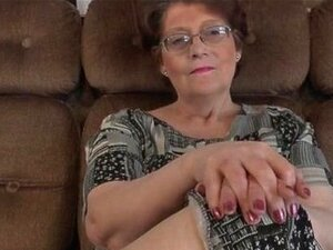 Duas Mulheres Bonitas Lésbicas Seduzir Este Velho Part3 Porn