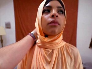 Árabe Amador Apanha A Meio Da Noite. Amateur Arab Pick Up In The Midle Of The Night She Is Giving Good Head Go To The Site For Full HD Scenes Porn