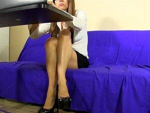 Secretário Dedos Dela Buceta Upskirt Debaixo Da Mesa Porn