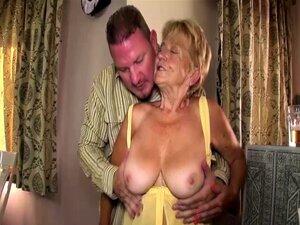 A Velha Mãe Peluda Fodida Porn