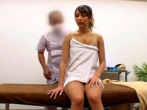 Cute Lady Recebe Uma Massagem Corporal Sensual Completa, Visitando Um Profissional, A Fim De Aliviar-se De Tensão Física Reprimida, Um Prato Japonês Lindo Que O Deixa Usar Suas Mãos Fortes Em Todo O Seu Corpo Apertado. Porn