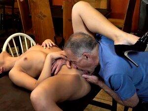 Ninfomaníaca De Cabelo Comprido Que Pertence Ao Velho Galo Porn