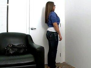 Peitões Jasmin Veio Para Um Casting Hoje. Como Ela Tiras Para Baixo Para Mostrar O Seu Corpinho E Orelhas Spaniel Incrivelmente Grande, Esta Beleza Tímida é Preenchida Com Antecipação Sensual. Porn