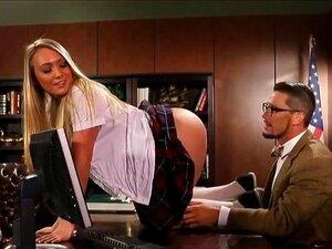 A Colegial AJ Applegate Fodeu Na Secretária E Faciou. A Miúda Loura E Ordinária AJ Applegate Faz Com Que A Sua Rata Seja Fodida Na Secretária E Marcada Pelo Seu Professor Nojento. Porn