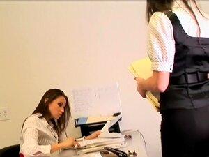 Celeste Star E Georgia Jones - Eu Preciso De Você Na My Desk, Celeste Star E Georgia Jones Pular O Namoro De Escritório E Todo O Constrangimento E Ir Direto Sexo Lésbico Na Mesa Do Chefe, Nesta Cena De 33 Minutos, Do Dia Da Secretária. Parte Da Experiênci Porn