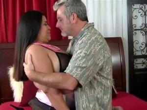 Menina Gordinha Tatuada Com Cabelo Comprido Porn