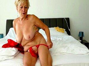 A Avozinha Alemã Mostra As Mamas Velhas. Porn