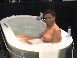 A Morena De Busty é Fodida Na Banheira., Porn