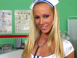 Enfermeira Gostosa Que Sandy Quer Ser Fodida A Fumar Porn