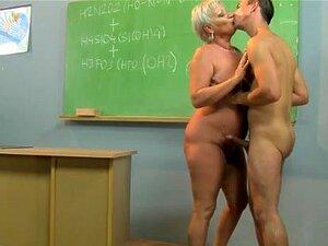 Professor Gilf Excitado A Bater Nos Alunos Dick Porn