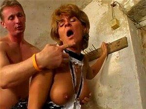 Anal Fucking Hardcore Kinky Vadia Madura No Doggystyle, Jovem Garanhão Forç Kinky Madura Vadia Por Trás Em Seu Rabo Nesta Grande Sessão Porra Anal Sex Em Estilo Cachorrinho. Porn