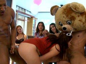 Festa De Aniversário Da CFNM Com Strippers Masculinos No Dancing Bear (db9747)) Porn
