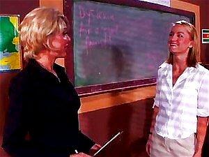 Jasmim De Lynn E Sharon Kane Na Escola Porn