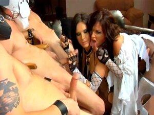 Duas Morenas Na Meia Arrastão Rasgada Lingerie E Saltos Altos Porn