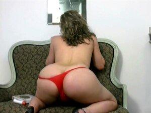 Chubby Tgirl De Tangas Vermelhas Expõe Mamas Grandes E Pila Tranny, Vanessa é Definitivamente Uma Garota De Shemale Excitada Que Sabe Exatamente Como Trabalhar Seu Pólo Feminino Até Que Ela Está Atirando Sua Doce Esperma E Gemendo Em Pura Felicidade. Ela  Porn