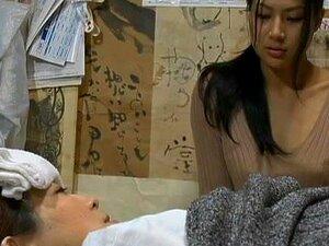 Esposa Japonesa Geme Alto Enquanto Recebendo Seu Arrebatar Bateu Duro Porn