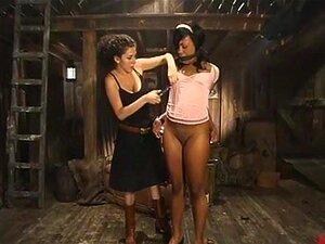 Sydnee Capri Em Vídeo Wiredpussy. Sydnee Capri é O Verdadeiro Negócio, Um Belo [editado] Que Adora Dominação, Dor E Eletricidade.  Primeiro Amordaço-a Com As Cuecas, Depois Dou-lhe Choques, Chicoteio E Fodo-a De Todas As Formas Possíveis. Ela Tem Uma Máqu Porn